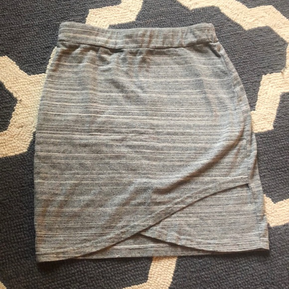 Aritzia Dresses & Skirts - Artizia Talula XXS grey skirt